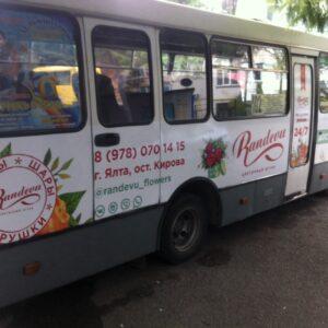 рекламная оклейка автобуса