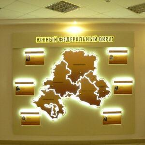информационный стенд со световыми элементами с контражурной подсветкой